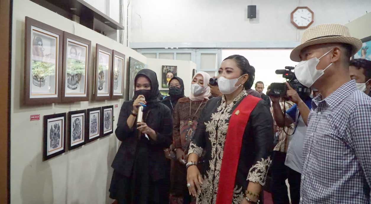 Bupati Gunungkidul dan Ketua DPRD berkeliling menyaksikan karya