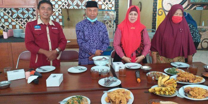 Ketua PPJI (kiri), bersama Sumediyo dan Istiqomah (DPD PPJI DIY)